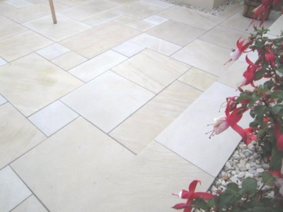 Pure Mint White Indian Stone Sawn & Honed Patio Pack